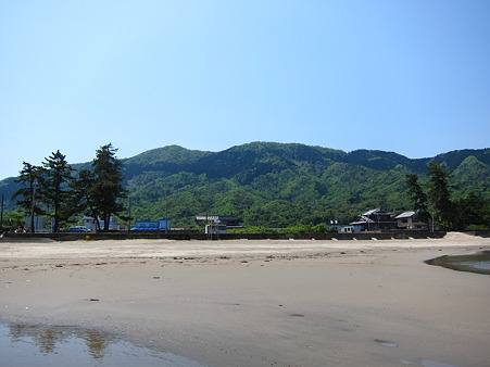 由良浜から見る由良ヶ岳