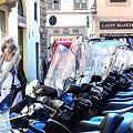 路地のスクーター