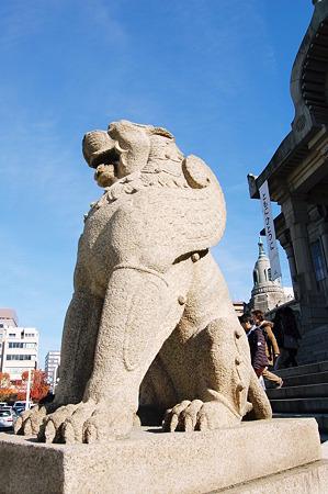 2011年12月18日_DSC_0810築地本願寺 狛犬