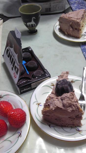ピノをケーキにのせよう!と...