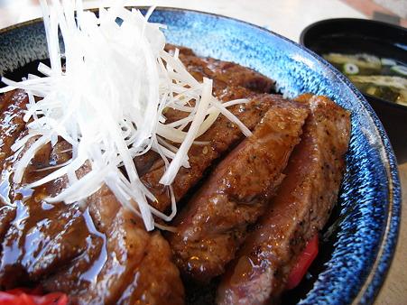 スノーマン ステーキ丼 アップ
