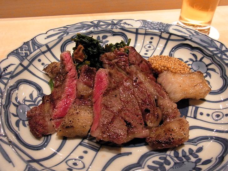 短角牛赤身肉のステーキ