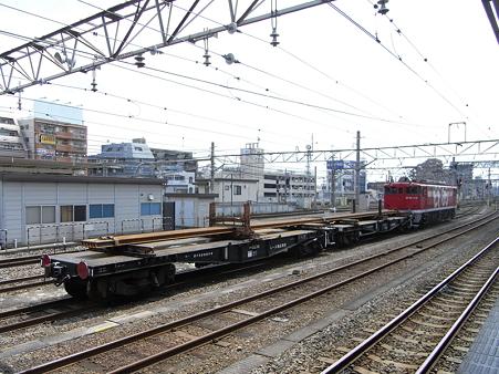 EF65-1118とチキ(八王子駅)2