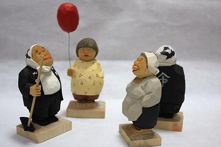 2011.08.03 机 木彫り小舎オリジナル木彫人形 勢揃い