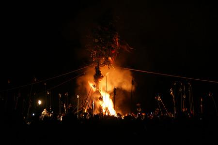 火祭りの始まり120114