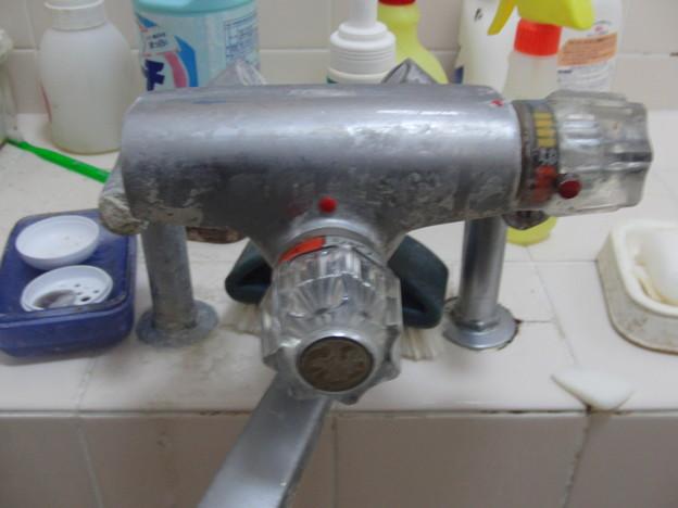 シャワー付き混合栓の交換01