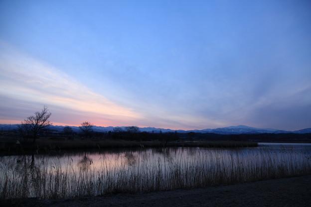 木場潟の夜明けと白山